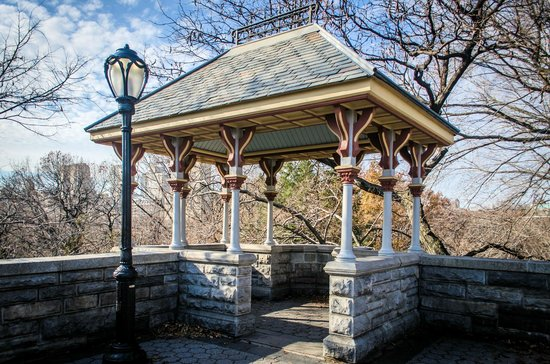 Belvedere Castle : gazebo up on the first level