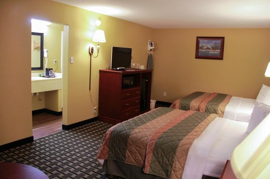 Relax Inn & Suites Kuttawa / Eddyville : 2 Queen Bed Room