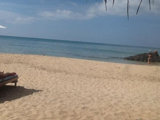 Narima Bungalow Resort: private beach