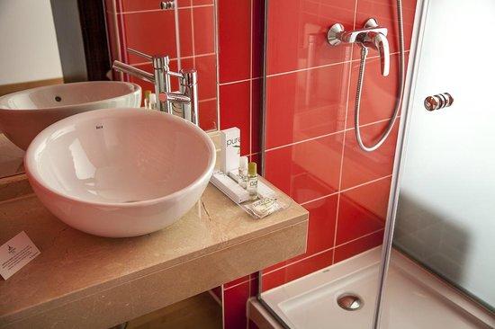 Hotel Dome: El baño de nuestra habitacion