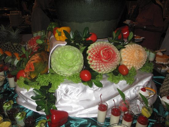 Kamala Beach Resort (a Sunprime Resort) : Fruit at Dinner