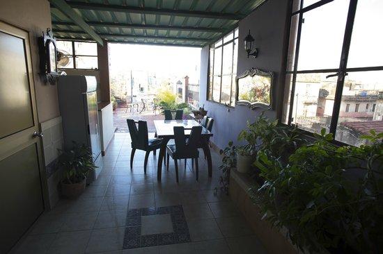 Casa Habana: Zugang zur Dachterasse mit kleiner Bar
