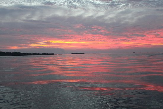 Baros Maldives : Red sunset after Dolphin watch