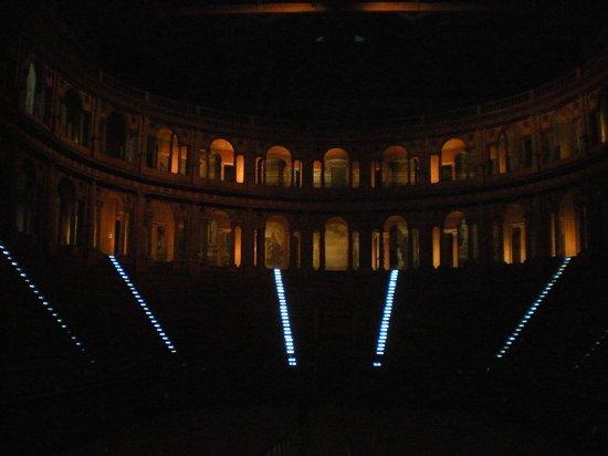 Teatro Farnese : Legno, luci e storia!