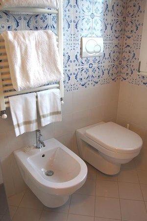 Hotel David: Bathroom