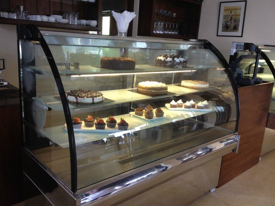 Harbour Winds Hotel: Cake Display