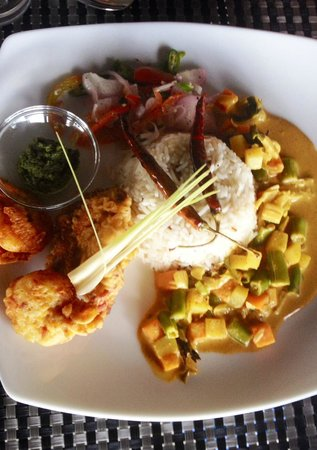 Harbour Winds Hotel: Sri Lankan Rice Meal
