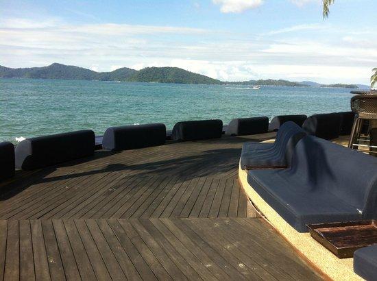 Sunset Bar at Shangri-La's Tanjung Aru Resort and Spa: Pick a spot