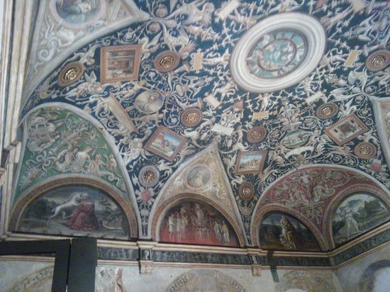 Camera di San Paolo : Affreschi, che fascino