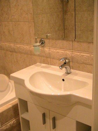 Chateau Hradek u Susice: Ванная комната в номере Deluxe Double