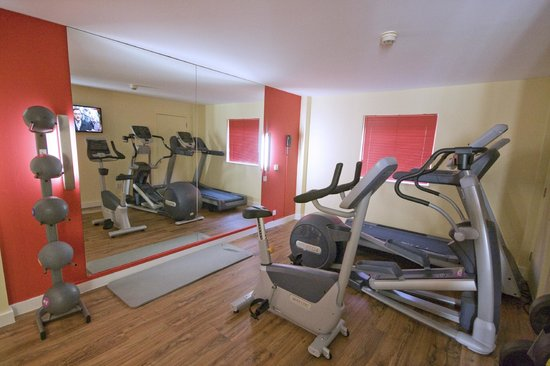 Ramada London North: Fitness Suite