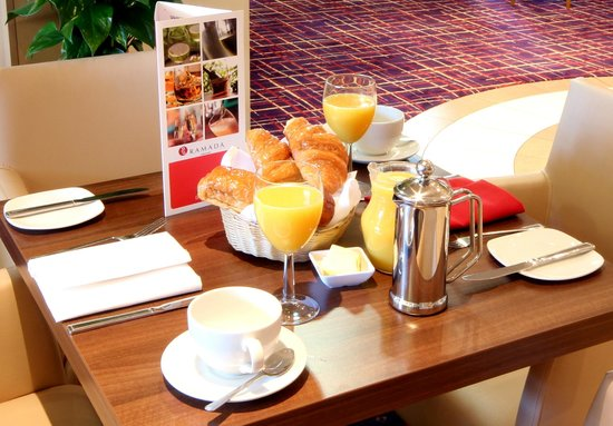 Ramada London North: Breakfast