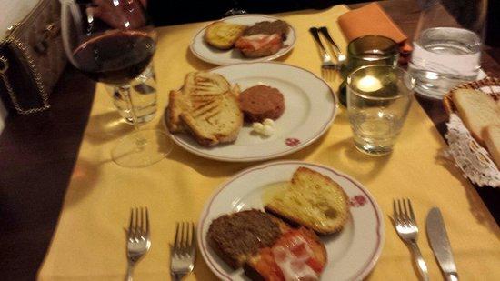 Al Toscano : Tartare di chianina e crostini toscani, che dire? Buon appetito