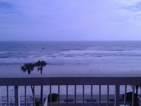 Holiday Inn Hotel & Suites Daytona Beach : View from our room.