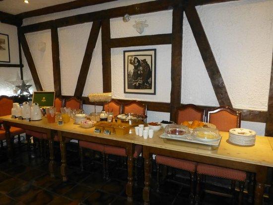 Hotel A l'Arbre Vert : le buffet du petit déj'