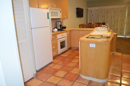 Kona Coast Resort: kitchen - fully equipped