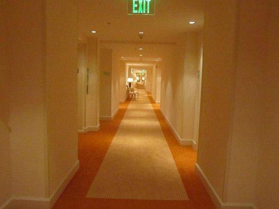 Grand Beach Hotel: CORREDORES AMPLOS E CLAROS