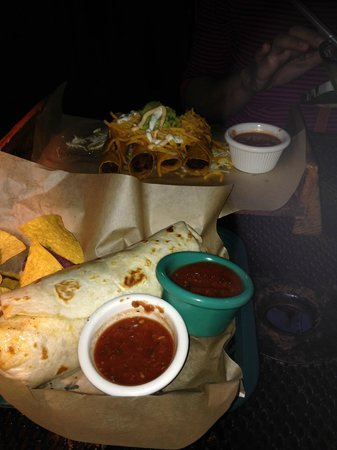 Greengos Caribbean Cantina : Food comes wrapped in paper, making it hard to eat