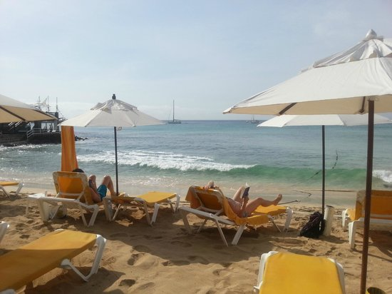 Porto Antigo Residence : Uitzicht vanaf boulevard voor complex