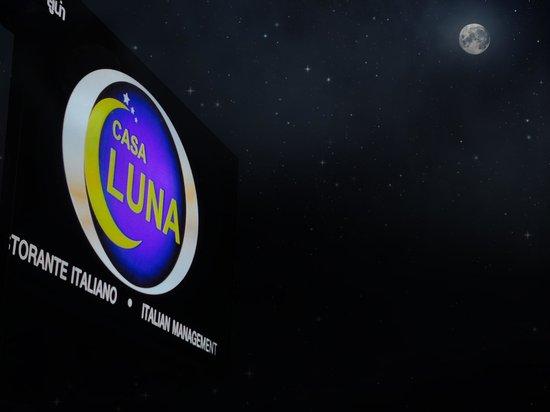 La Luna Italiano - Italian Bar and Restaurant: Restaurant sign on a December night