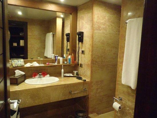 Catalonia Royal Bavaro : bathroom - no shower door