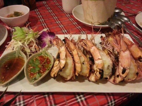 Krua Parichart: Grilled tiger prawns