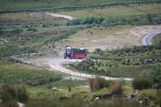 """Connemara Heritage and History Centre: Der von Martin Walsh selbst entworfene """" Treckerbus"""""""