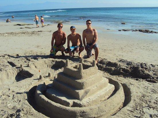 Grand Palladium Vallarta Resort & Spa: Kings of the Castle - friends we met.