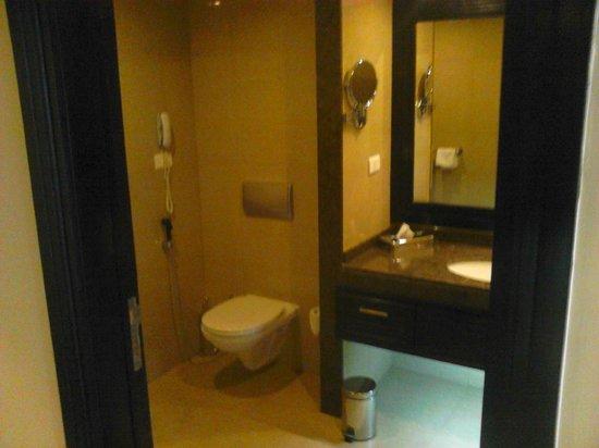 Stella Di Mare Beach Hotel & Spa: bathroom