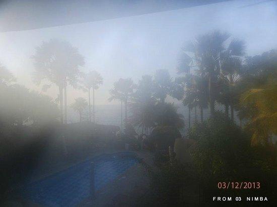 Ngala Lodge: misty morning