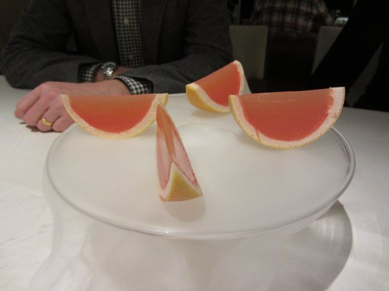 Restaurant JYS: Grapefruit gel over dry ice fog