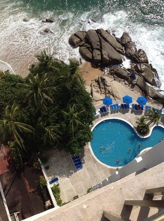 Holiday Inn Resort Acapulco: view of the pool from the 11th floor