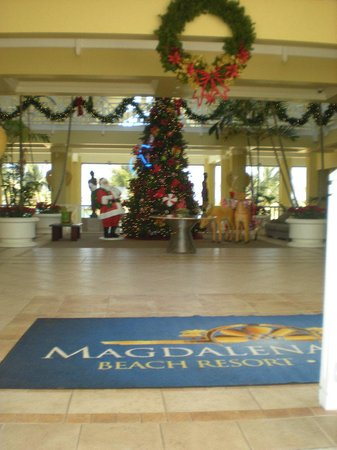 Magdalena Grand Beach & Golf Resort: Christmas decorations EVERYWHERE!