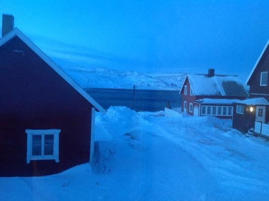Kongsfjord Gjestehus: View From Our Bedroom Window