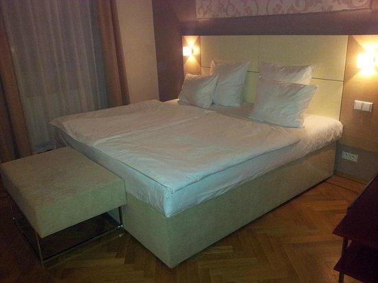Residence Karolina - Prague City Apartments: Huge bed