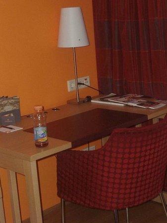 Appartement-Hotel an der Riemergasse: scrivania