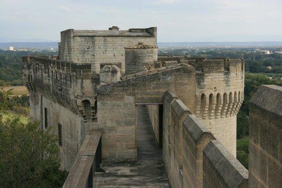 Fort Saint-Andre : Le chemin de ronde du fort St André