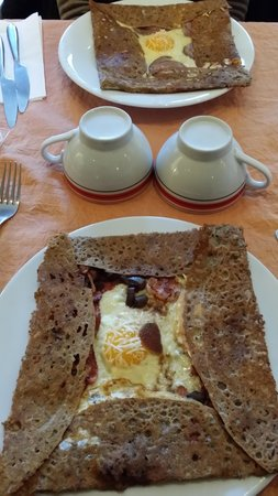 Creperie Aux Delices Bretons: Galettes bonnes mais peu garnies