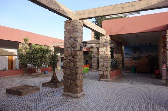 Hotel La Gazelle: patio