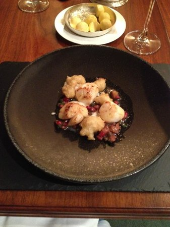 The Glenmorangie House: Scallop, cauliflower and pomegranate main course