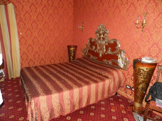 Residenza Ave Hotel: Quarto de casal bem decorado.