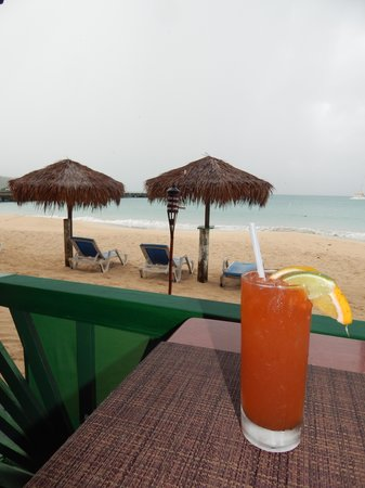 Roy's Bayside Grill: a rum punch makes everything better