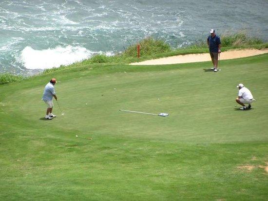 Kauai Lagoons Golf Club - Kiele Course: Friends at play