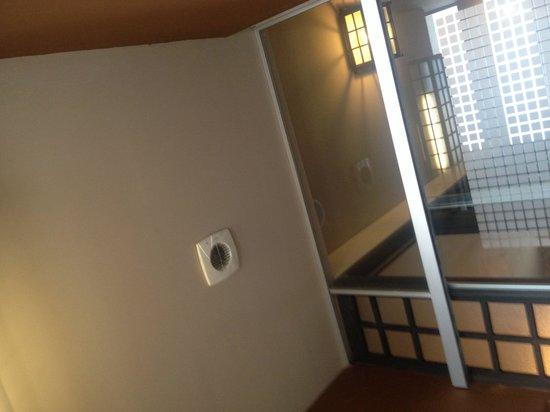 Yorimichi: ventilador del WC en la sala
