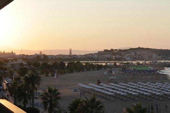 Hotel Poseidon: Вид из номера на закате