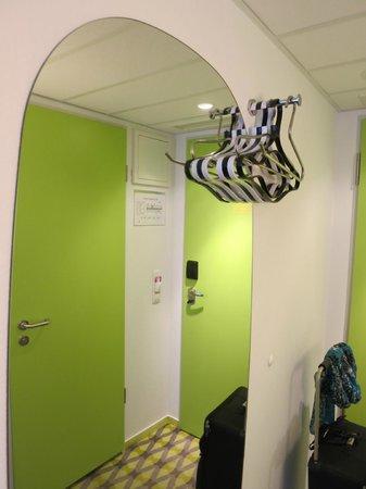 Prizeotel Bremen-City: No closet, but enough hangers to suffice.
