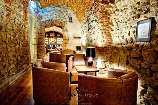 "Silver Whisky Pub: ""Sala podłużna"""