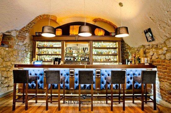 Silver Whisky Pub: Bar w głównej sali