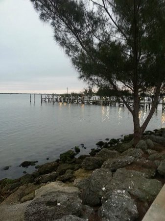 Sportsman's Lodge : View of Indian River from the property