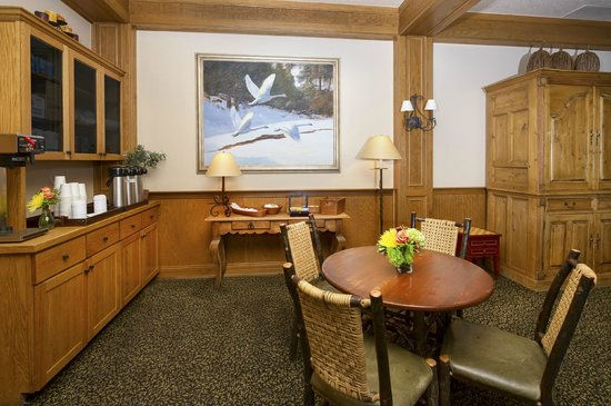 Inn and Suites at Riverwalk: Lobby Coffee Area